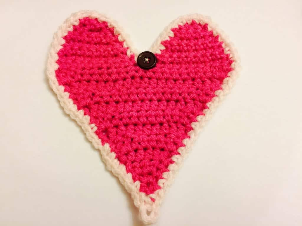 picture of pink heart crochet gift card holder with button