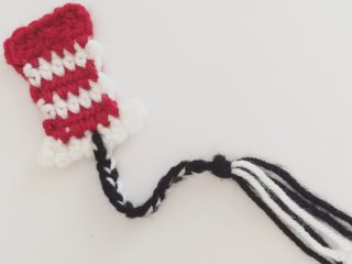Red white striped top hat crochet bookmark.