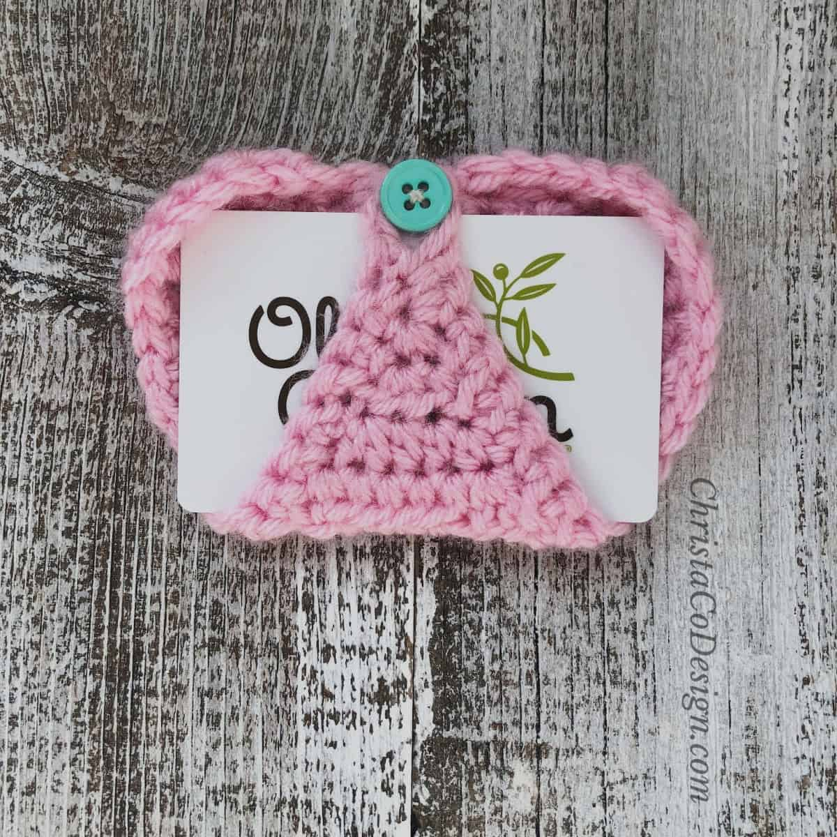 picture of gift card holder buttoned in heart