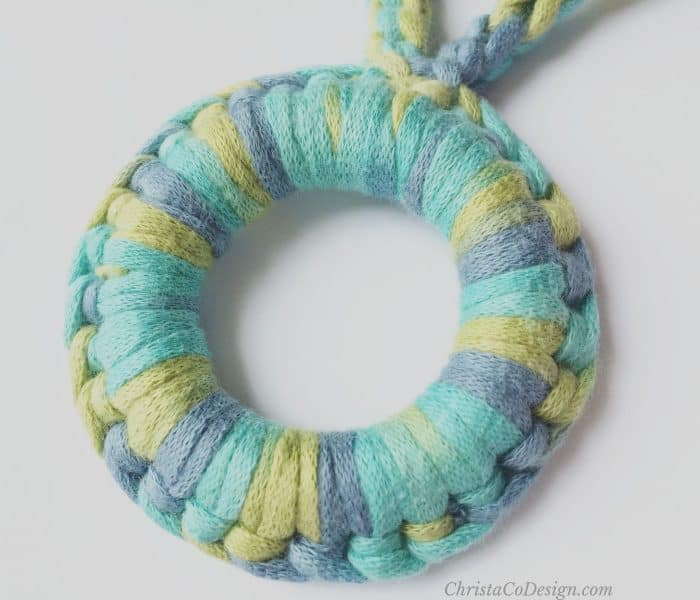 How to Crochet a Nursing Necklace Pattern with Wood Ring