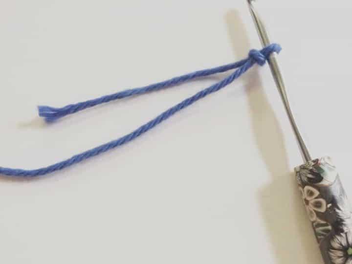 picture of slip knot crochet hook