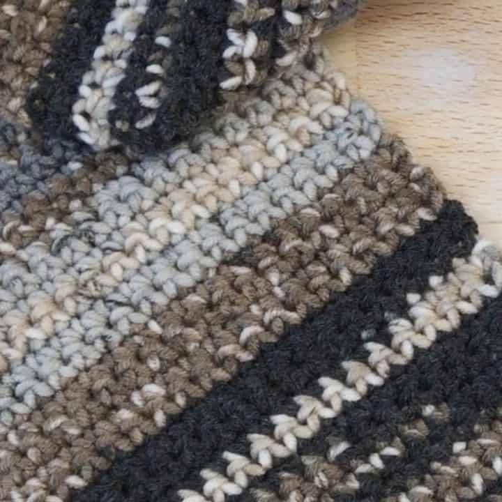 Black and grey striped scarf.