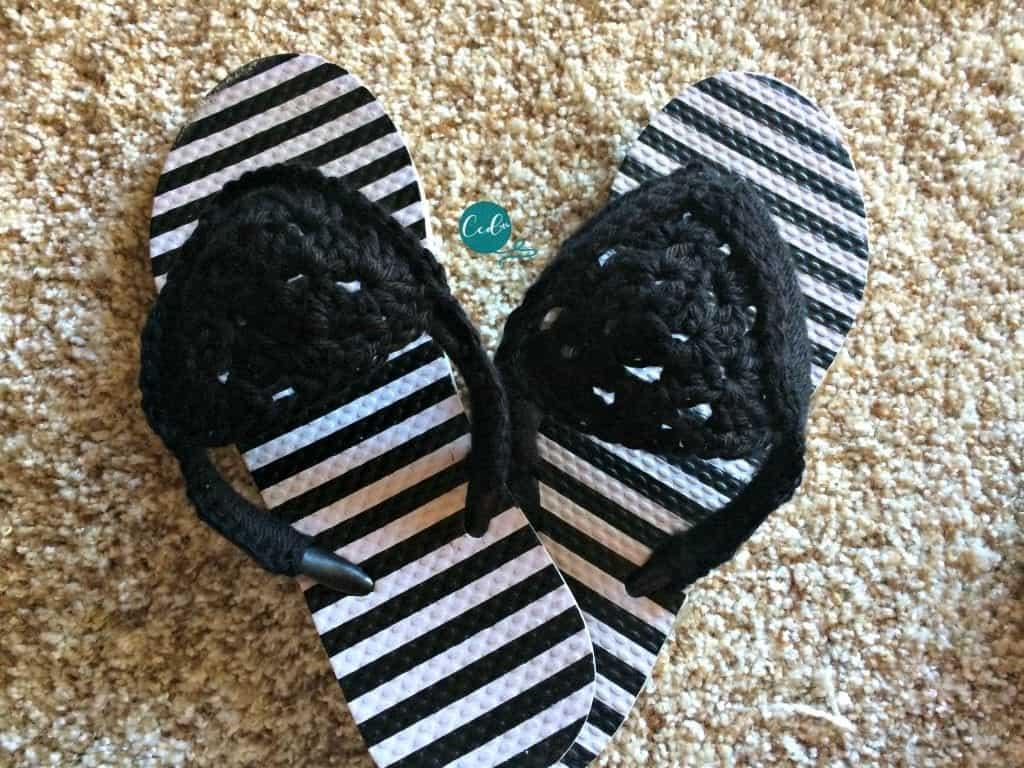 Black and white crochet sandals tutorial.