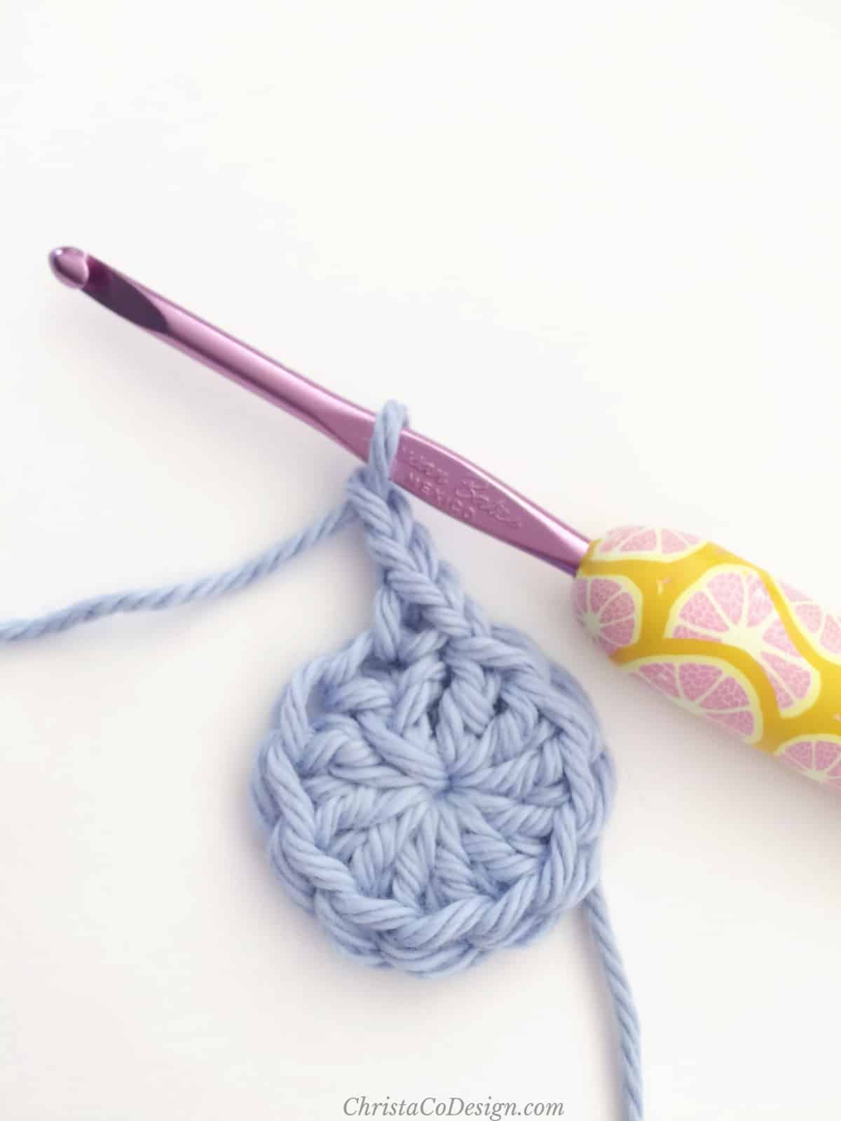 picture of double crochet from magic circle