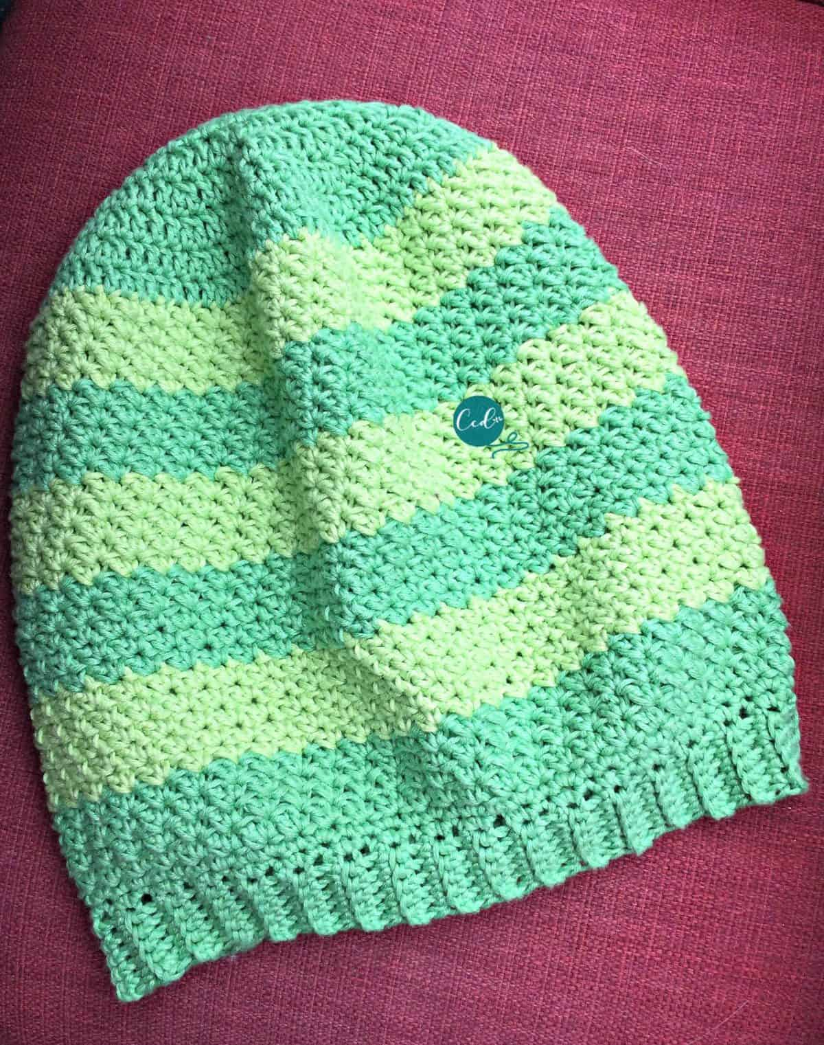 Complete striped slouchy hat.