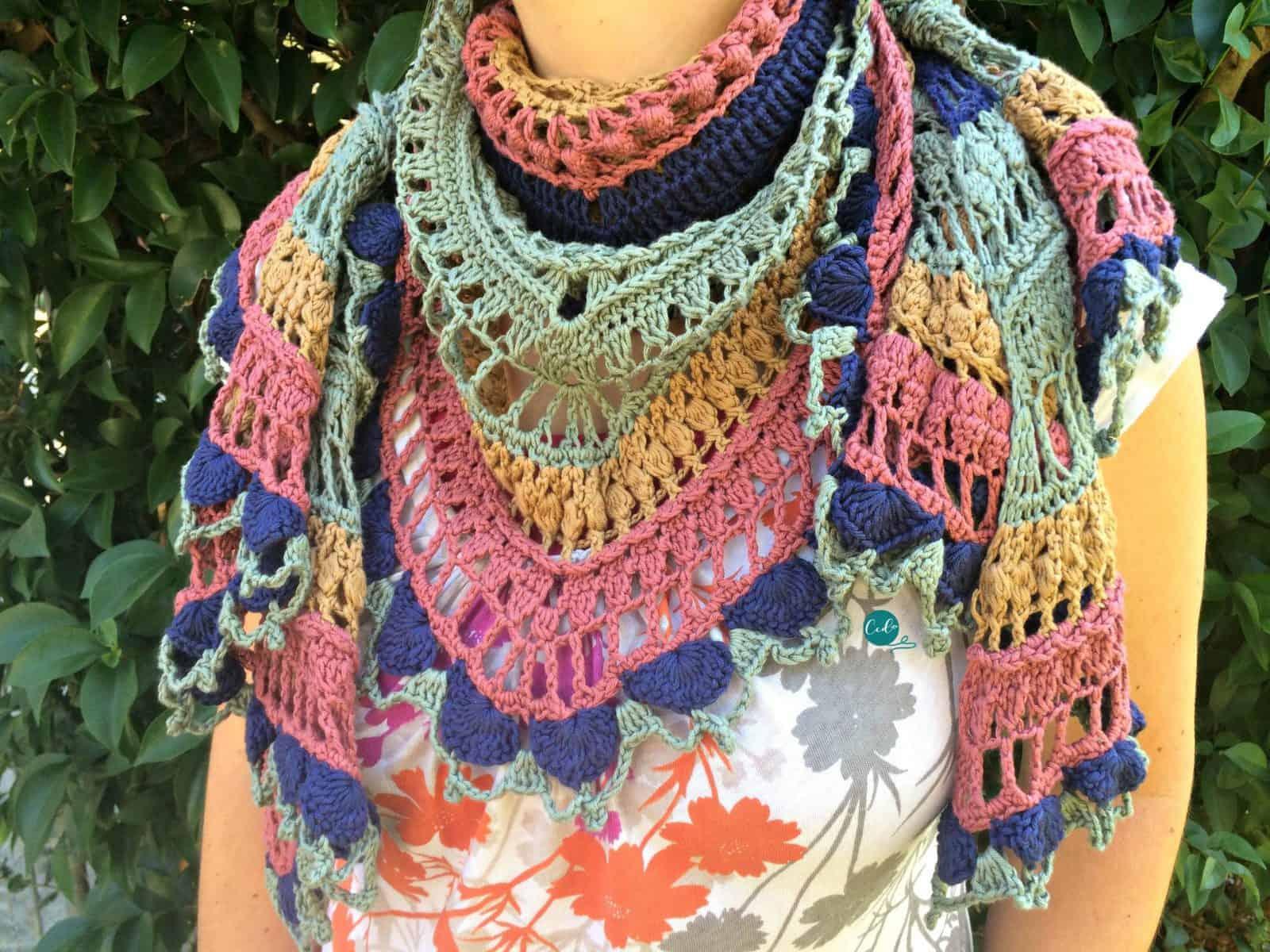 Ottobre Shawlette Free Crochet Pattern and Tutorial