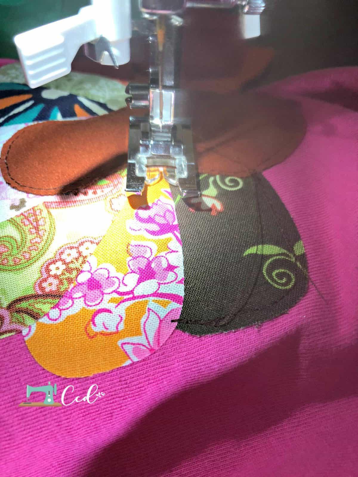 Sew along feather of turkey shirt.