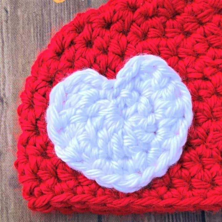 picture of white chunky crochet heart on read chunky beanie crochet pattern