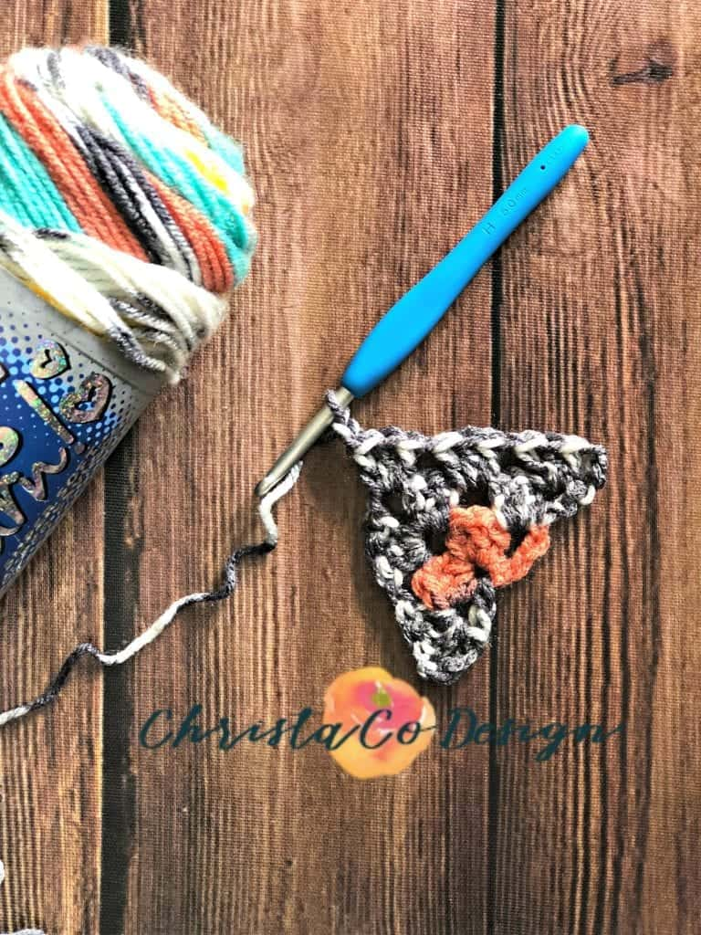 picture of tutorial granny triangle scarf