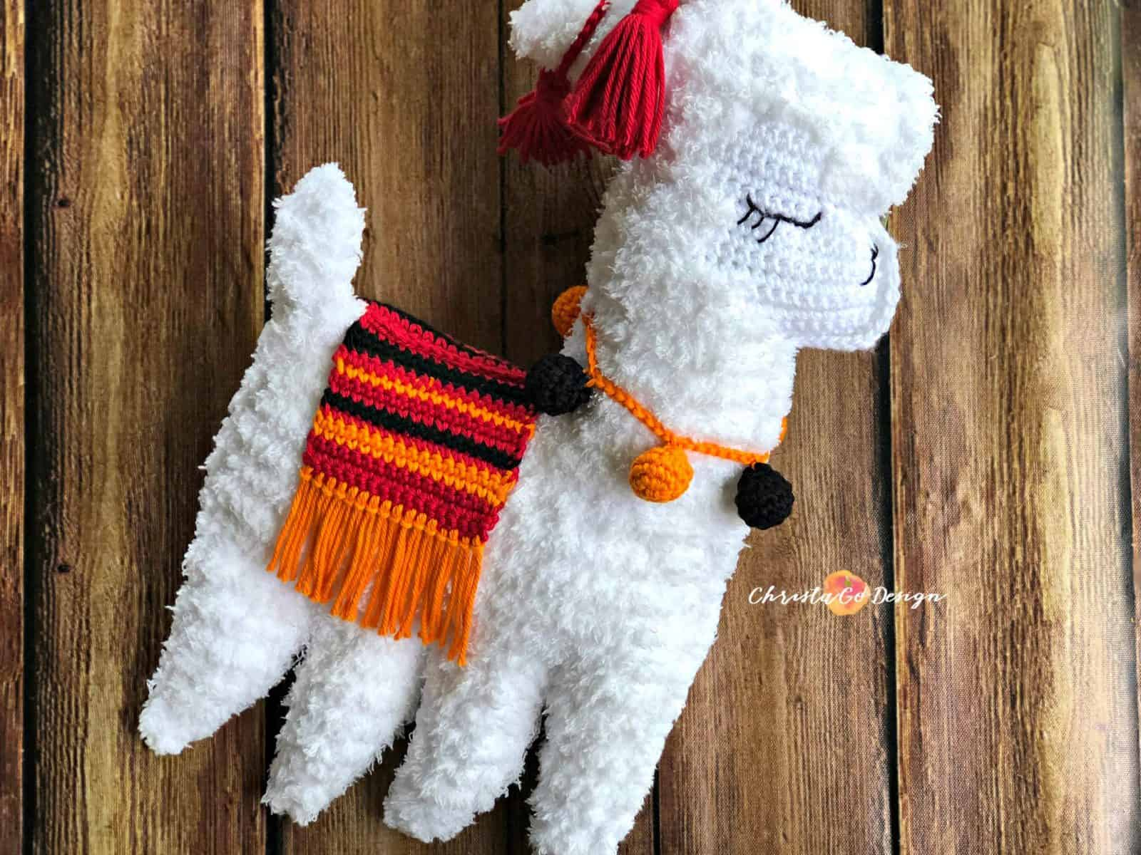 Crocheting with Fuzzy Yarn Tips + Crochet Llama
