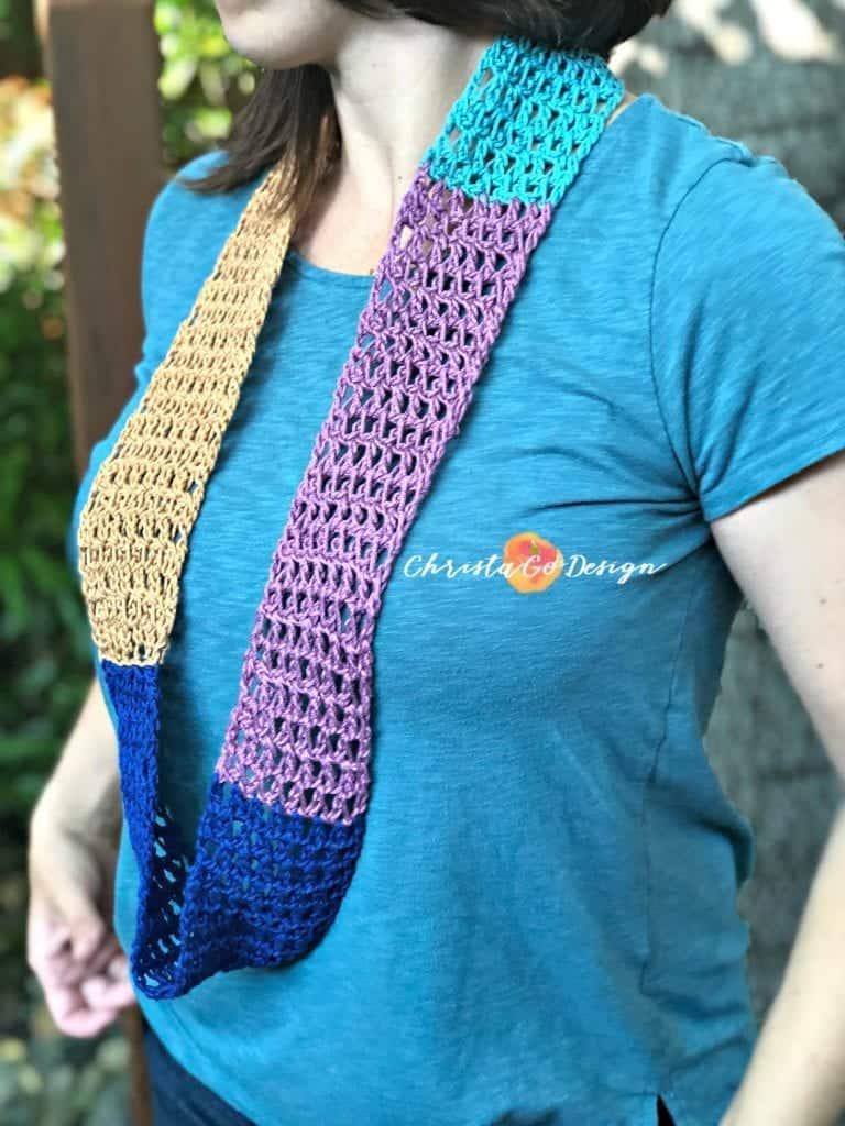 picture of scrap yarn color block cowl