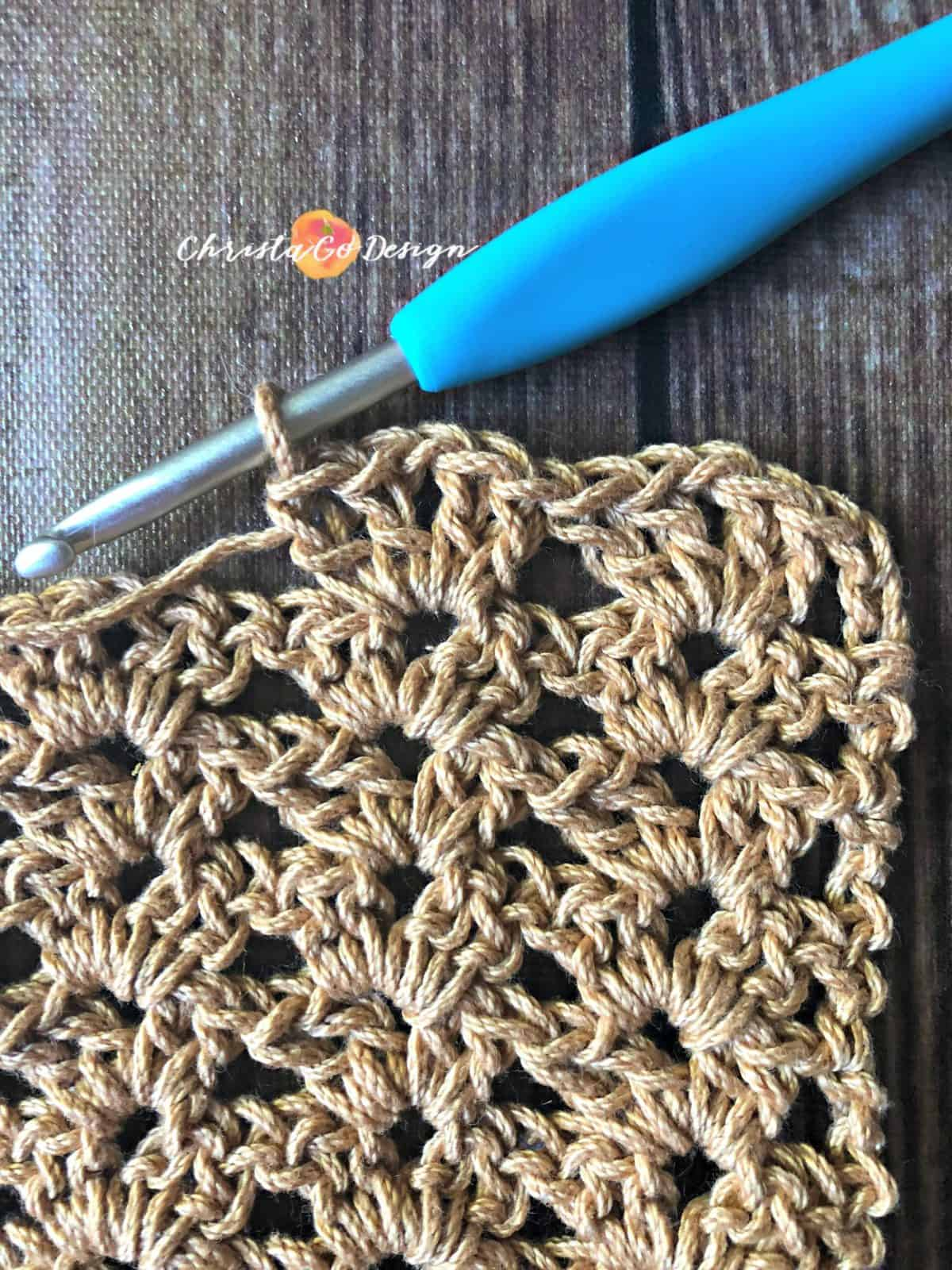 How to crochet the iris stitch stacked tutorial.