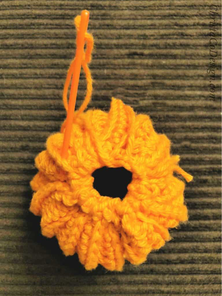 picture of how to close top of pumpkin hat