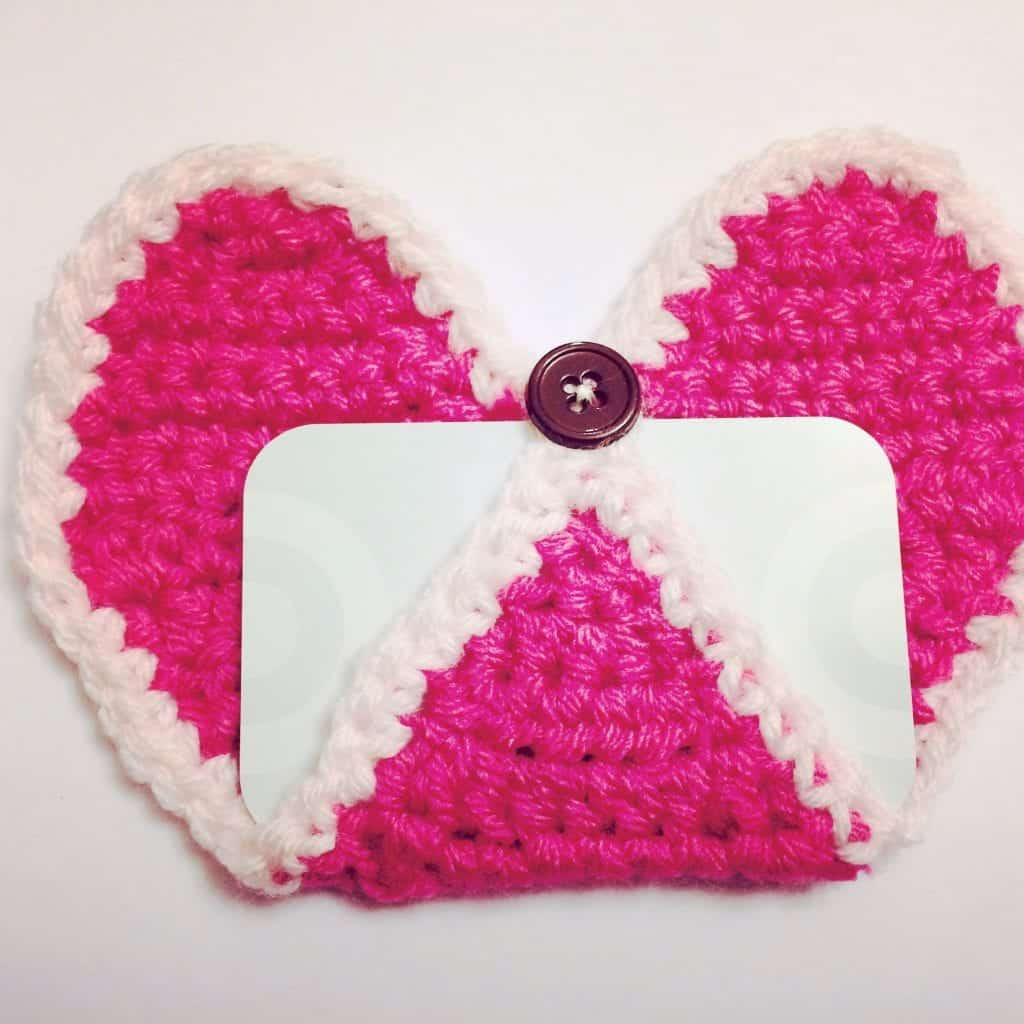 picture of heart appliqué buttoned crochet gift card holder