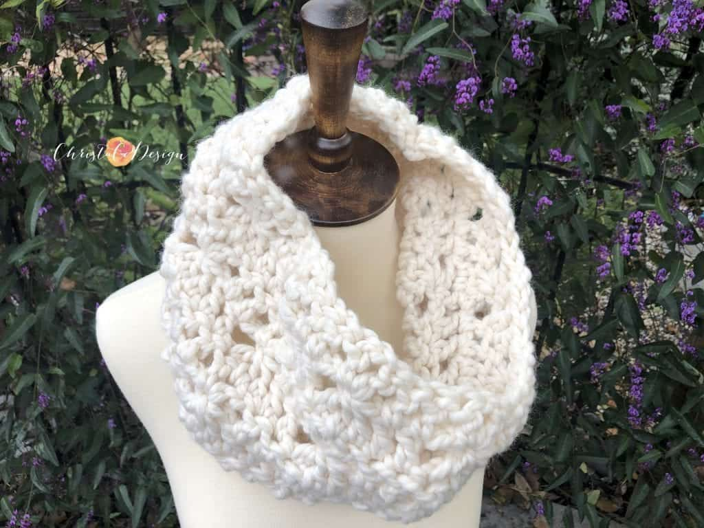 picture of crochet chunky lace cowl
