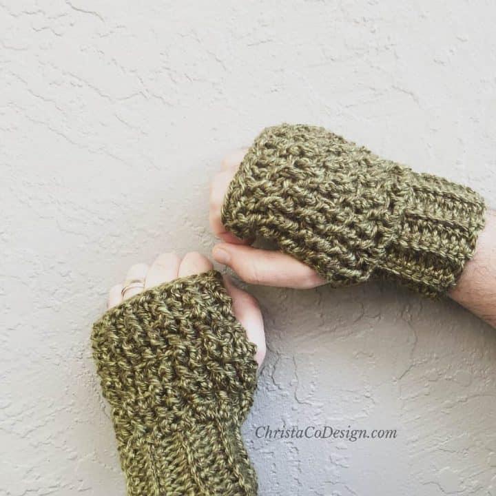 Textured fingerless gloves for men.
