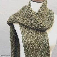 picture of green textured scarf