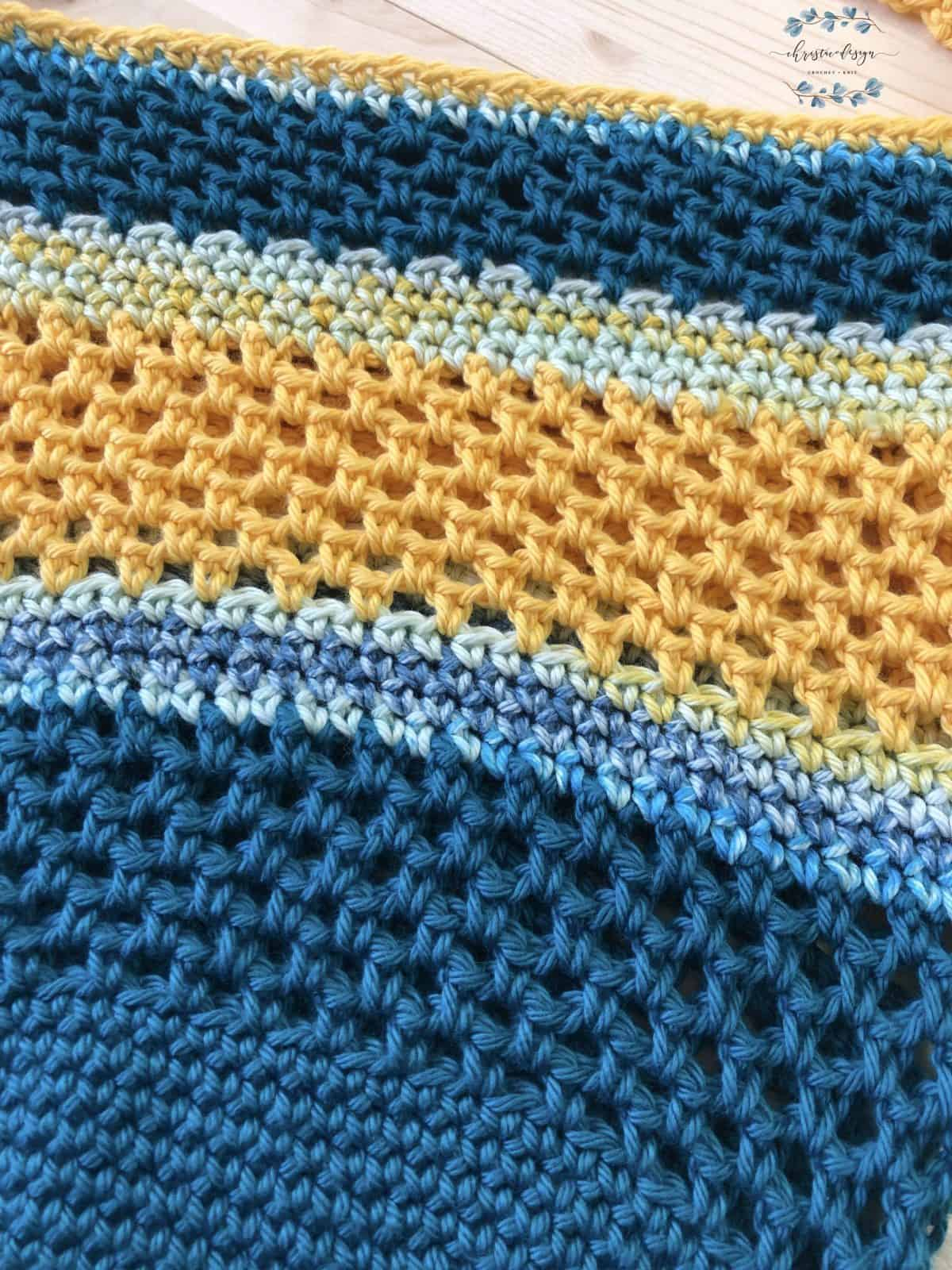 picture up close of coastal sun crochet beach tote bag yellow and teal mesh sides
