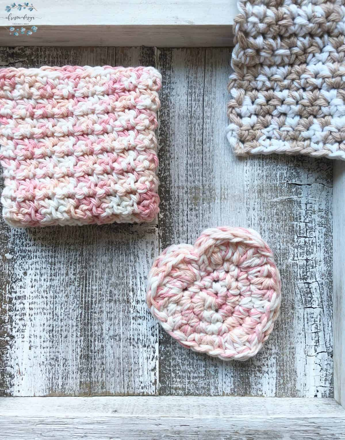 picture of heart scrubby pocket on white with two cotton washcloths