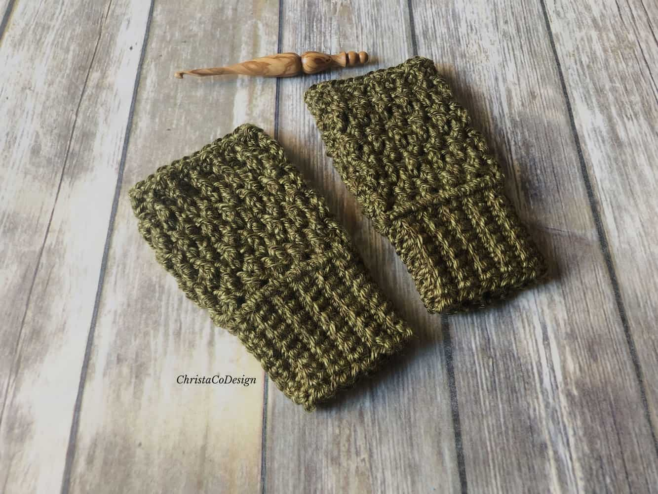 Matteo Fingerless Gloves a Free Crochet Pattern