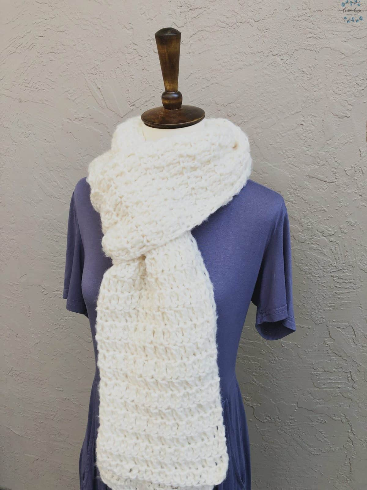 picture of long white chunky crochet scarf