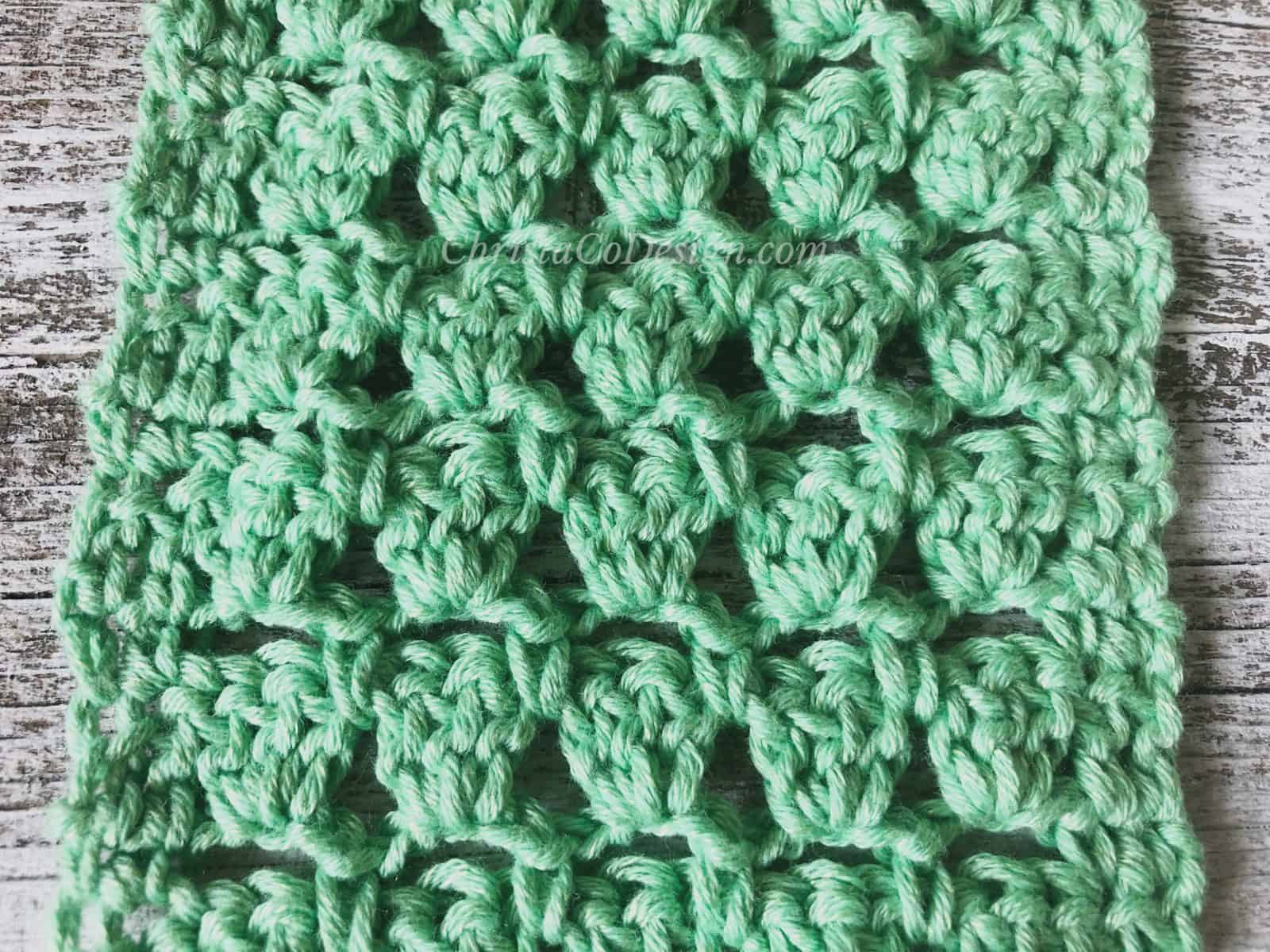 picture of stitch pattern close up in green lacy crochet cowl