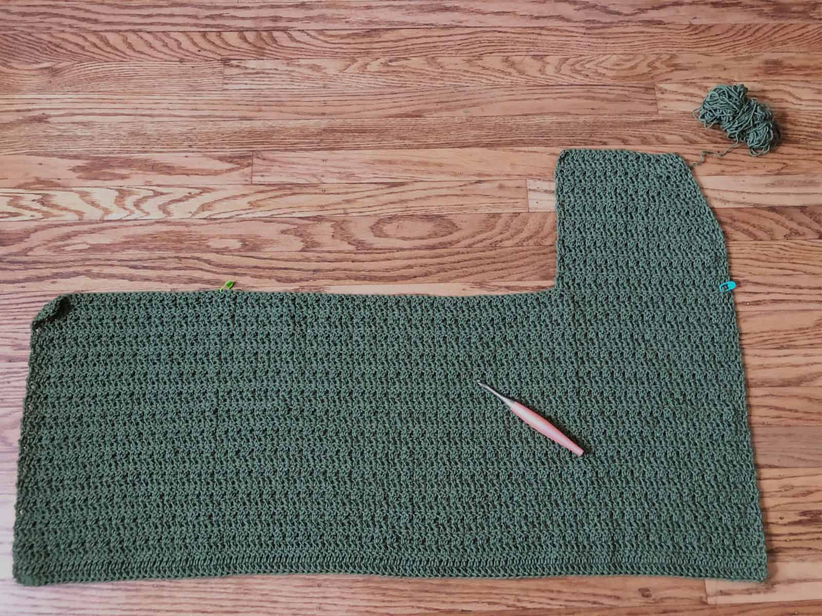 Cardigan with one panel side complete.