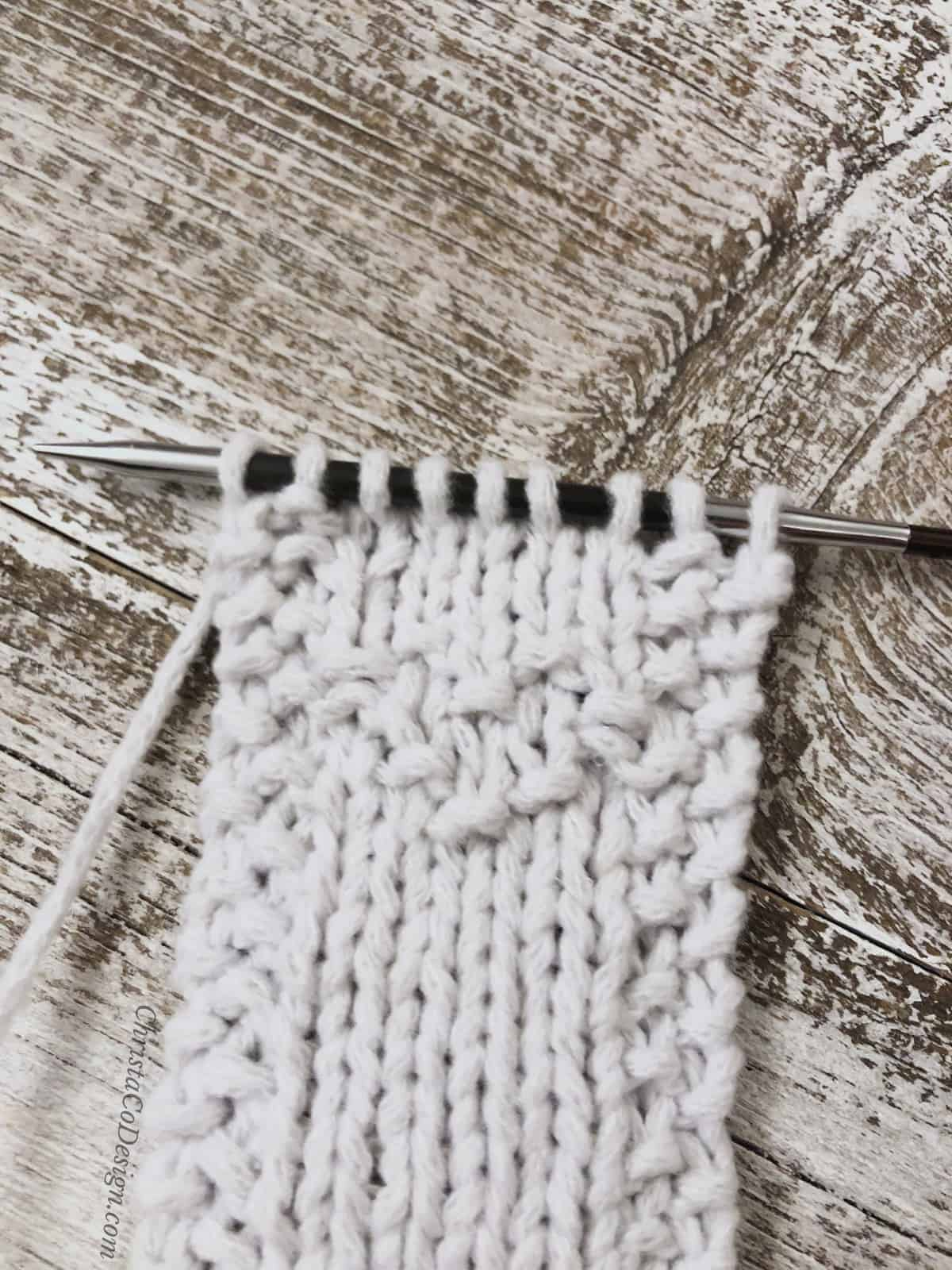 picture of heart detail in white knit bookmark free beginner knitting pattern