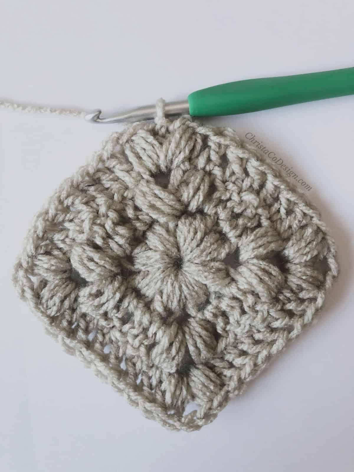 picture of crochet puff stitch square round 3 tutorial