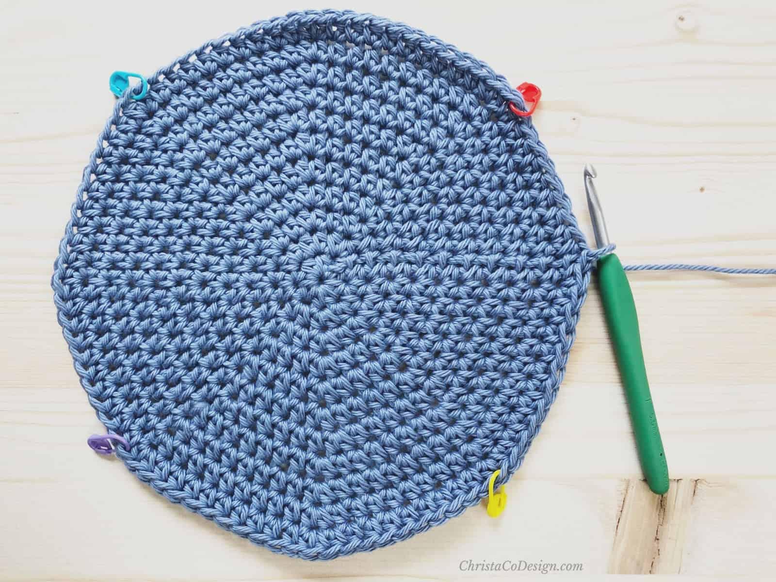 picture of blue crochet bag bottom