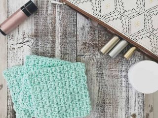 picture of 3 mint green square crochet face scrubbies and make up bag