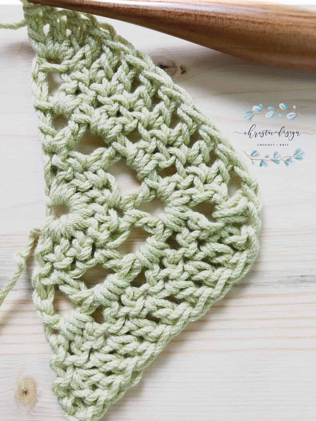 picture of crochet triangle shawl free pattern row 4 tutorial