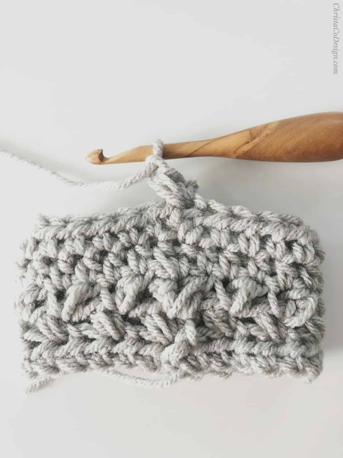 picture of crochet pattern free cup cozy in grey