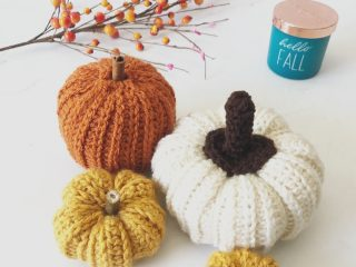 picture of crochet pumpkins in small, medium and large sizes free pattern