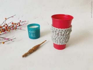 picture of crochet cozy on red Starbucks cup free pattern
