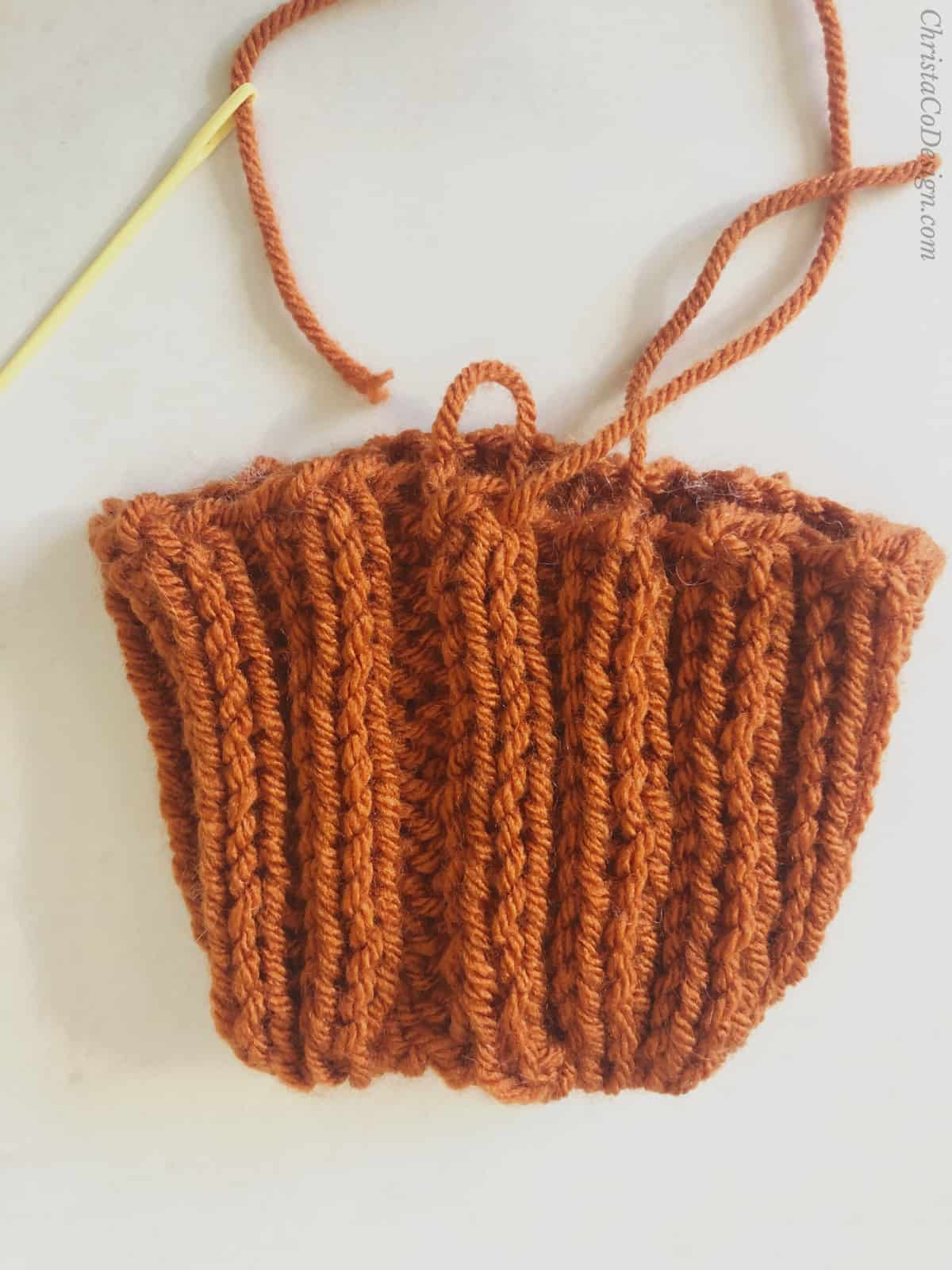 picture of knit pumpkin seamed in ribbing