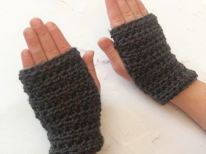 Kids fingerless gloves crochet pattern for beginner crocheters.