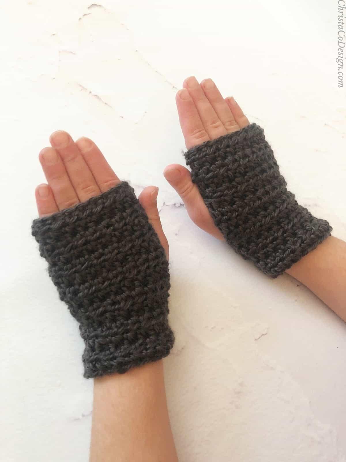 picture of kids fingerless gloves crochet pattern