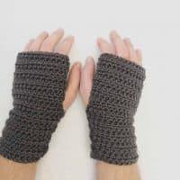 picture of mens fingerless crochet gloves in black