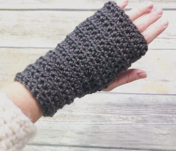 Women's Fingerless Gloves a Free Crochet Pattern