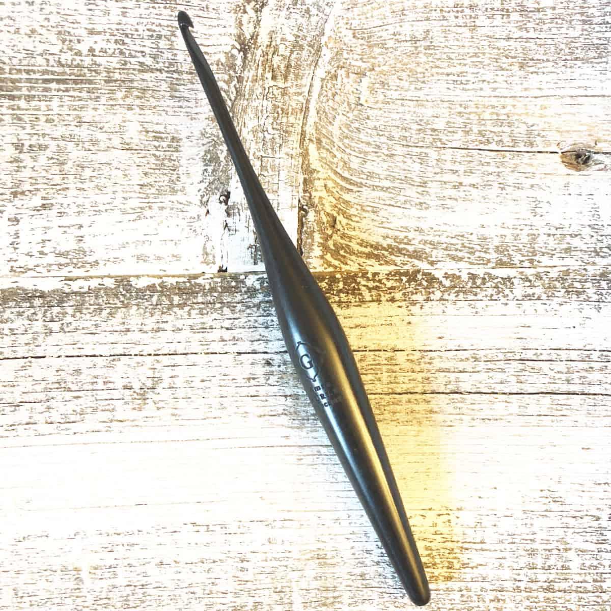 """FURLS Streamline Rosewood Crochet Hook 7"""" (8.0 mm (M))"""