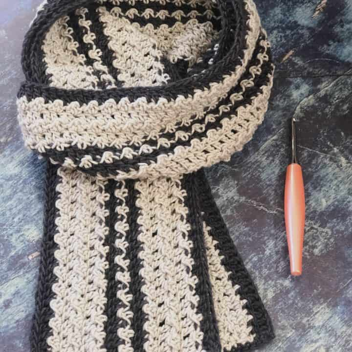 picture of men's striped scarf light grey and dark grey crochet pattern