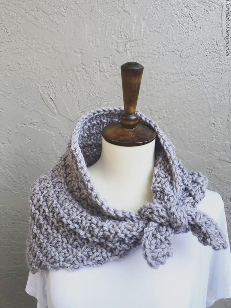 picture of knit scarflette in lavender on mannequin