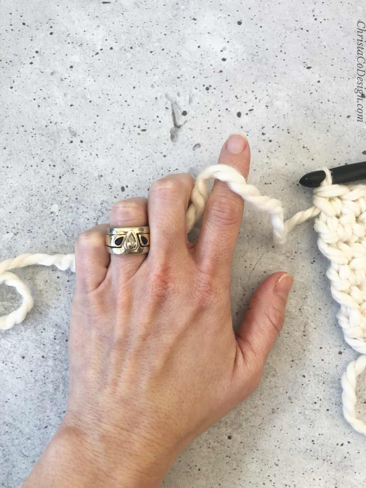 picture of looser yarn hold