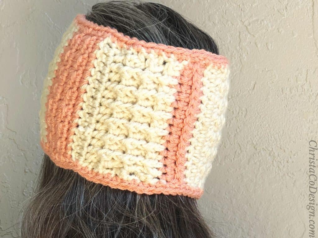 Back of earwarmer post stitches.