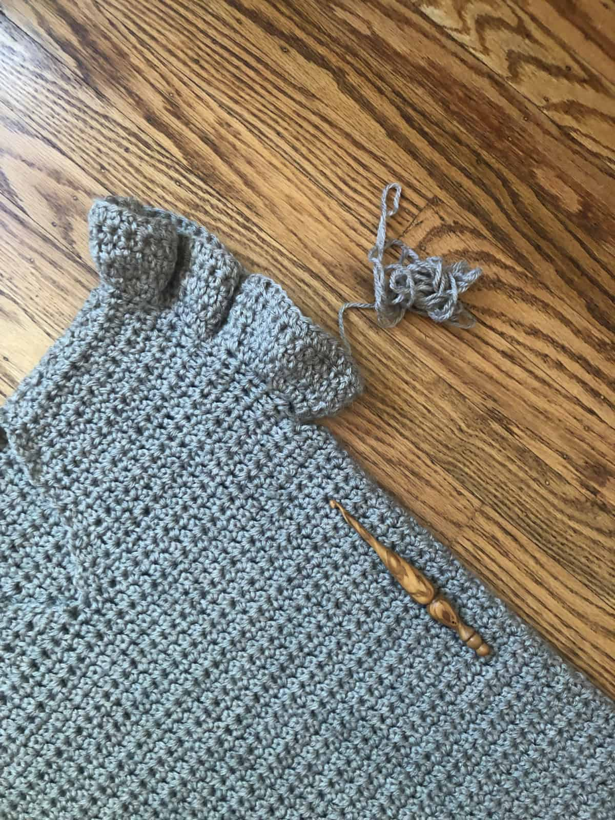 free crochet summer top pattern with ruffle sleeves with wood hook.