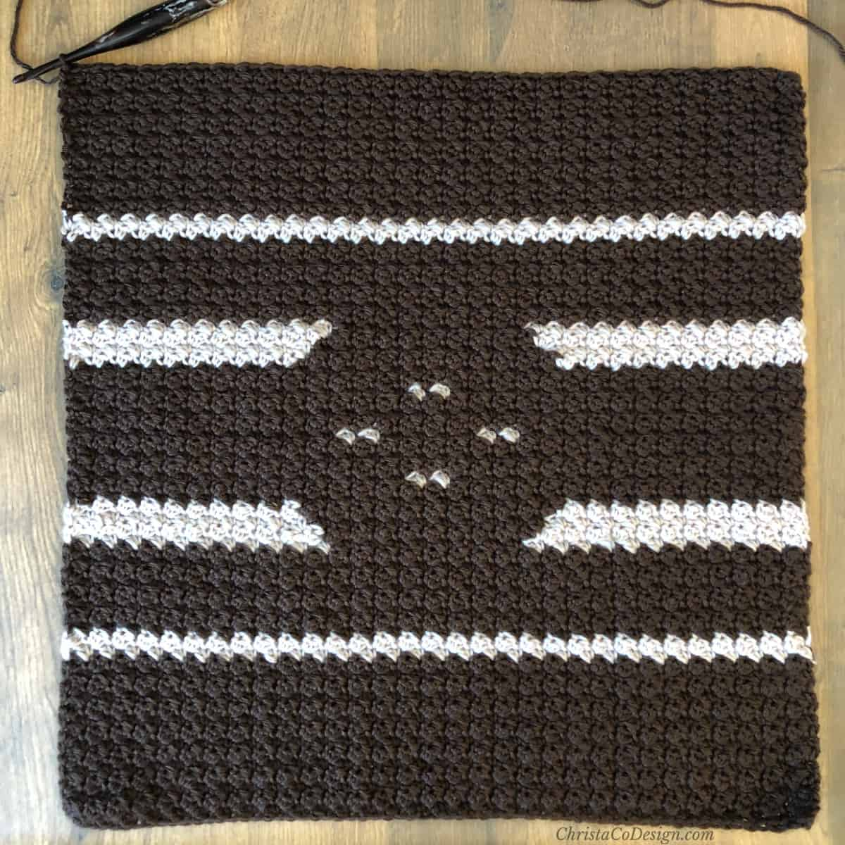 Opposite colors on crochet pillow free crochet pattern.